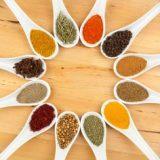 Популярные  специи и травы для улучшения здоровья пожилых людей